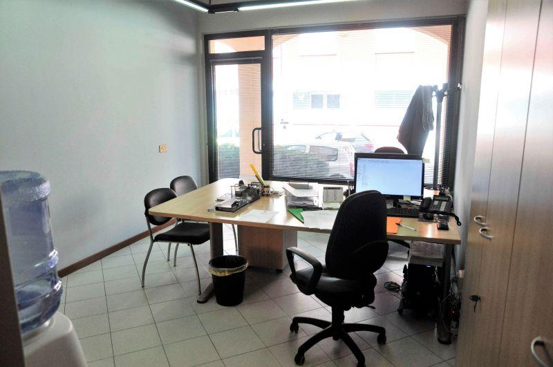 Immobile Commerciale in vendita a Malnate, 9999 locali, prezzo € 52.000 | CambioCasa.it